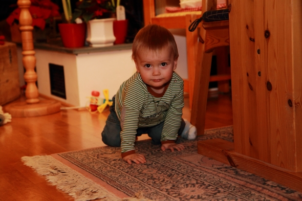 Sondre crawling around the floor playing